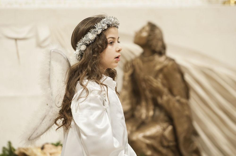 科索沃一名女孩在做聖誕彌撒