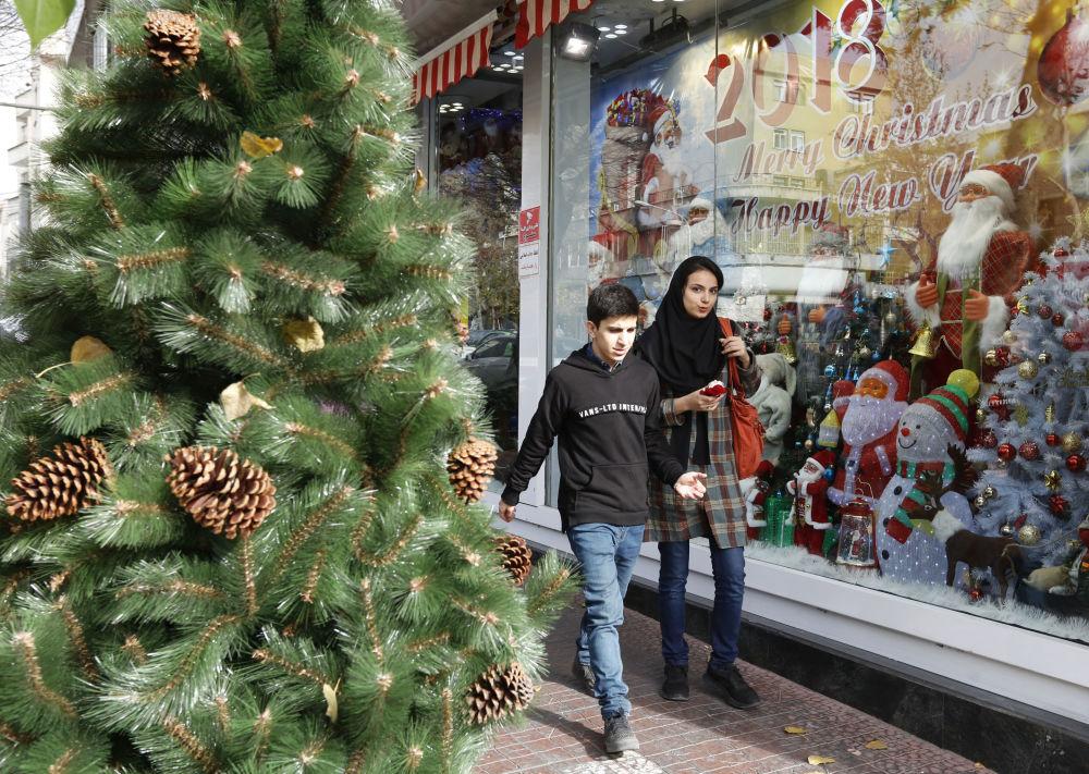 德黑蘭街道上的聖誕裝飾