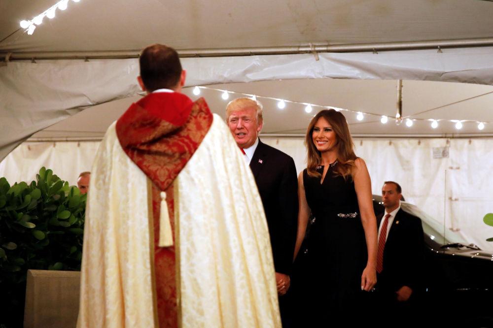 美國總統特朗普與妻子梅拉尼婭過聖誕