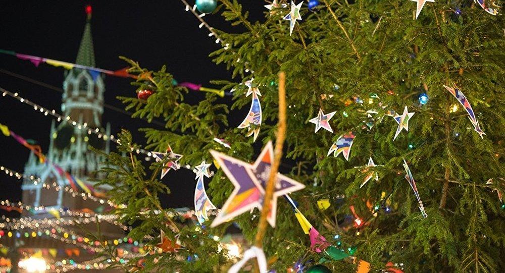 克里姆林宫教堂广场周一将摆放俄罗斯主新年枞树