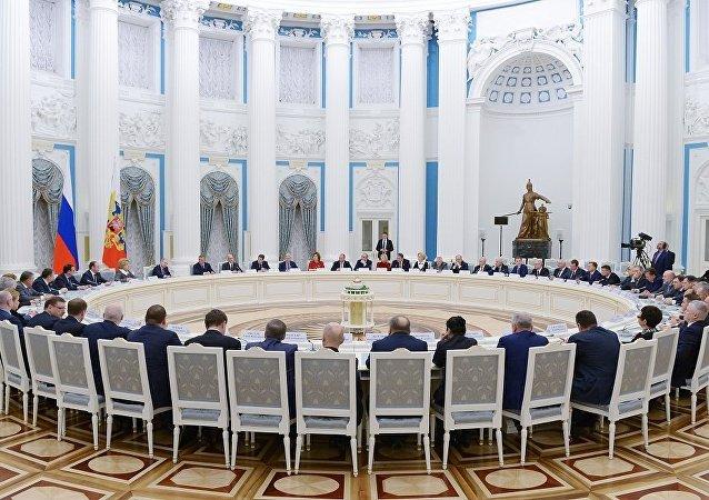 普京:要看看總統選舉期間外國公司在互聯網的表現