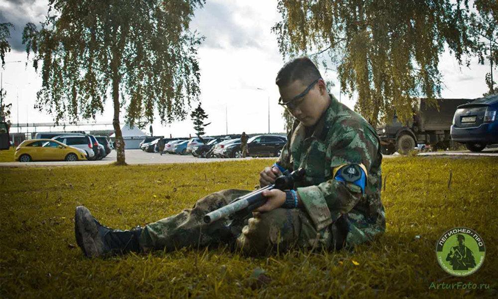 司徒振南一位在俄罗斯留学的热血男儿,4年前他被俄罗斯的军乐深深吸引,4年后他带领龙队参加Wargame – 一场全球男儿的热血游戏。