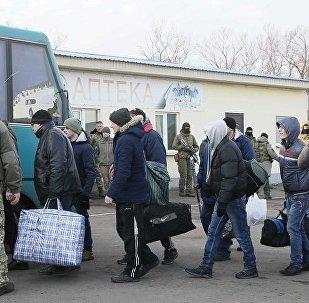 媒体:顿涅茨克向基辅转交58名俘虏 将有165人返回顿涅茨克