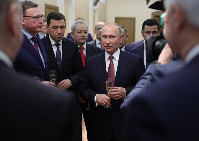 普京接见新当选州长和前任州长
