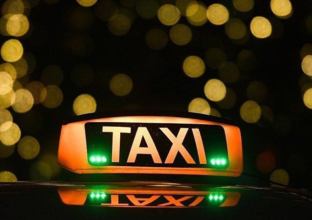 顿河罗斯托夫市一名将四百万卢布还给乘客的出租车司机获得奖励