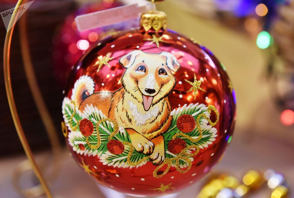 莫斯科古姆百貨商場,象徵2018年新年的黃狗。