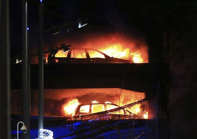 1400辆汽车在利物浦的多层停车场被烧毁