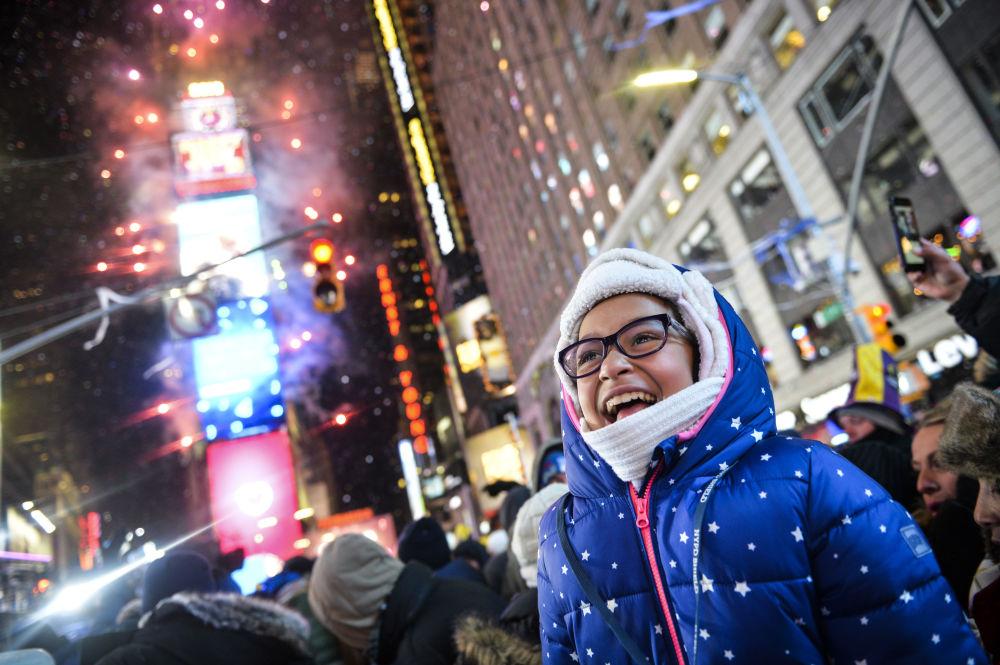 美國紐約燃放新年煙花。