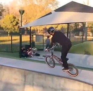全世界最幸运的自行车手骑车视频