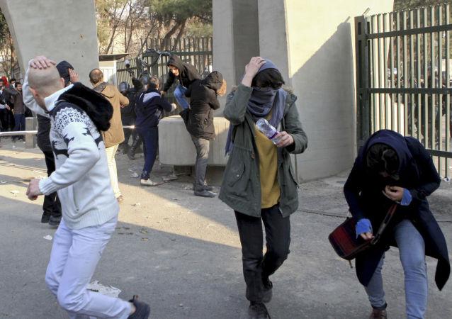 诺贝尔和平奖获得者呼吁继续抗议伊朗政府