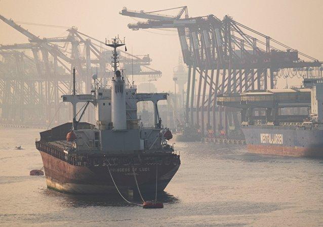 中国商务部:单边加征关税措施不利于中国、不利于美国、不利于世界