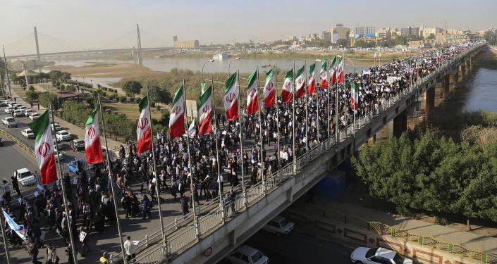 伊朗举行支持当局的和平示威