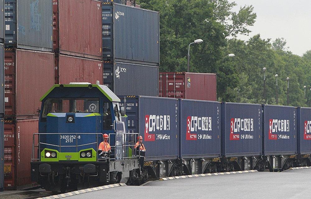 歐盟企圖阻撓中國在希臘和中歐之間鋪設高鐵。此條線路連接比雷埃夫斯港和多瑙河,穿越塞爾維亞和布達佩斯。