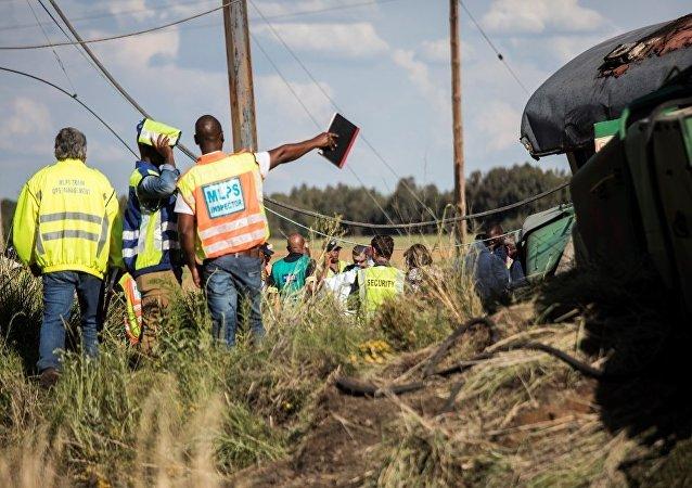 南非火车相撞致约200人受伤