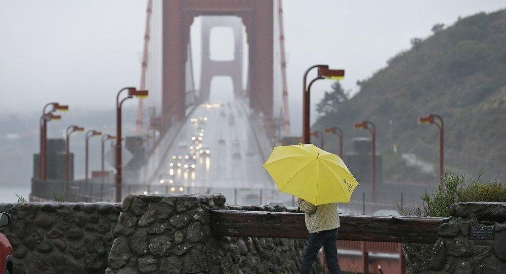 美国加州火灾地区将降暴雨 逾2万人被迫撤离