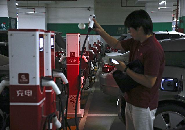 中国前三季度新能源汽车产销量继续高速增长