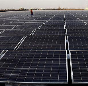 中國要生產光伏玻璃建造整棟建築,把建築物變成大型太陽能電池,實現自我供電。