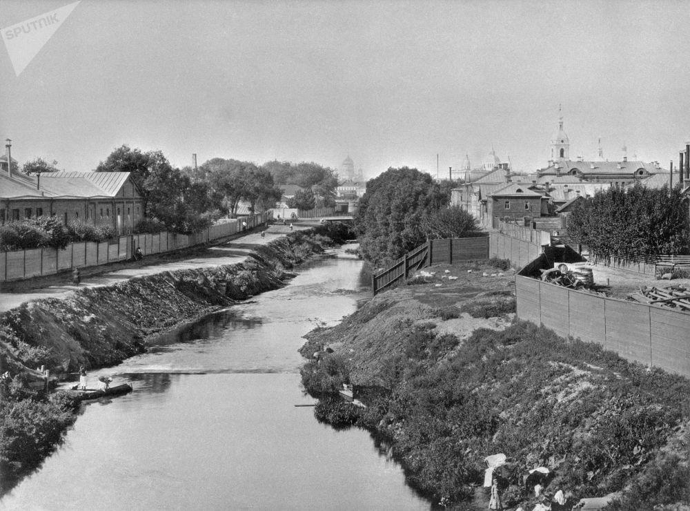 从莫斯科(Vysokoyauzsky)大桥远眺亚乌扎河四周,19世纪80年代。