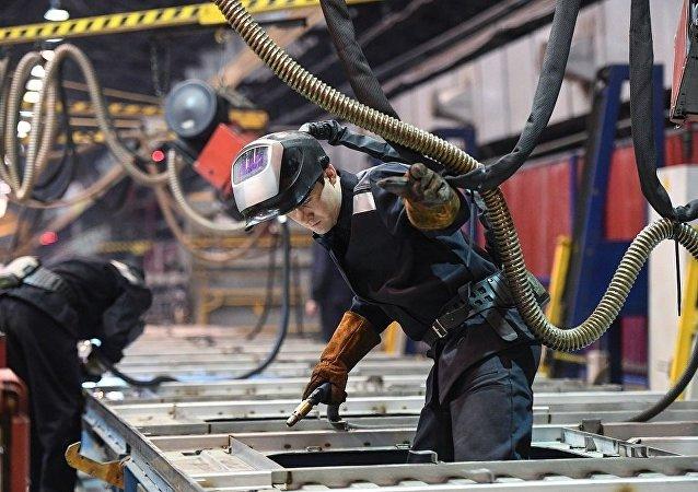普京:俄罗斯经济正保持崛起势头