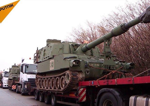 美國榴彈炮運輸車隊在德國被攔