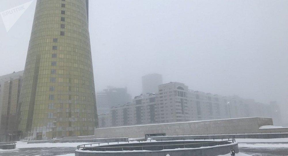哈萨克斯坦首都遭遇暴风雪