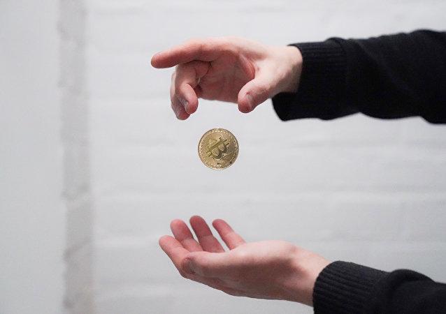 比特币一天之内暴跌25%