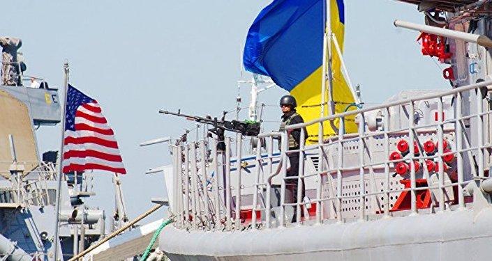 乌克兰军方和美国军舰在黑海进行联合训练