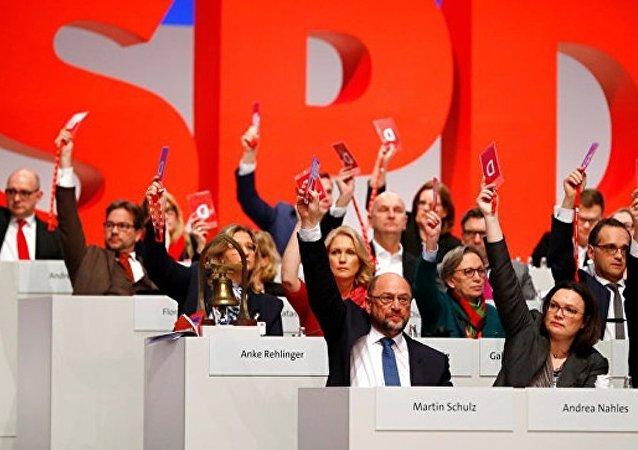 根据同联盟党会谈结果达成开始组建政府的协议