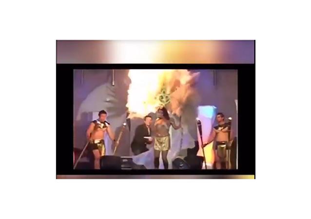 """拉丁美洲美女""""被烧着""""的视频被拍下"""