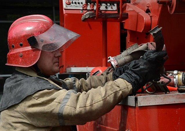 圣彼得堡一位母亲带着儿子从八楼窗户跳下,并从火灾中逃生