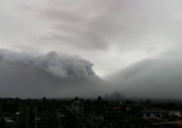菲律宾因马荣火山疑似喷发而提高警报级别
