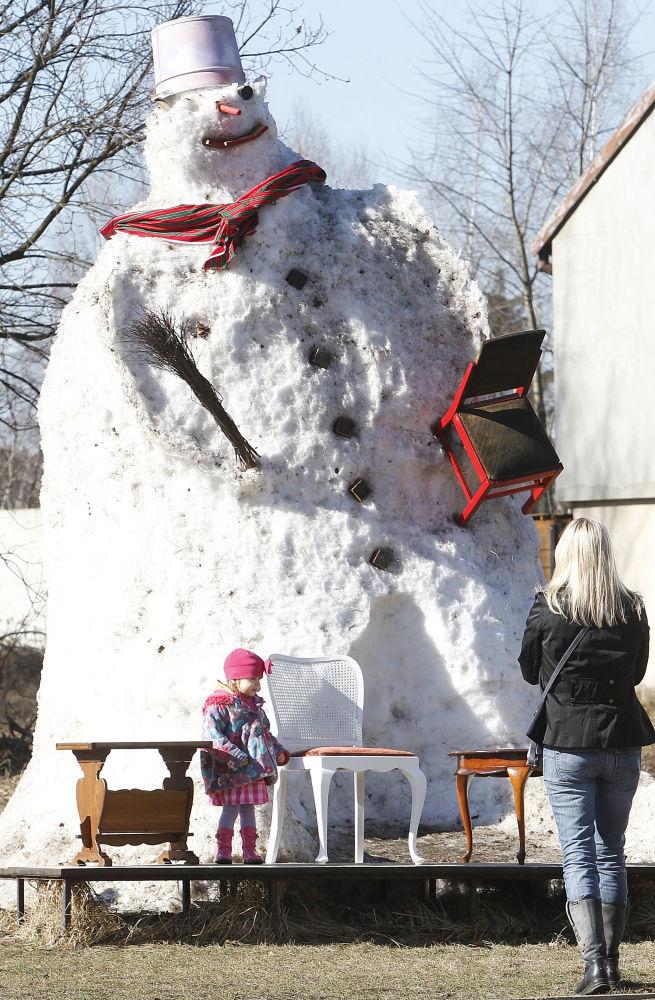 波兰6米高雪人