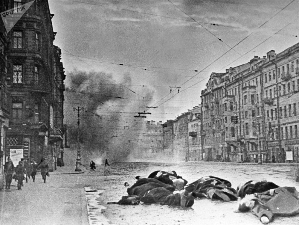 受到德国炮兵轰炸后的涅瓦大街