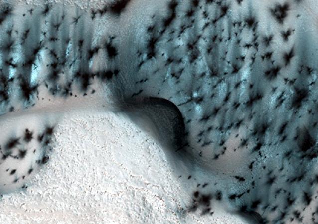美國科學家在火星中緯度發現冰層