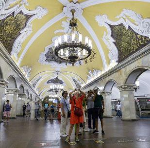 莫斯科地鐵的美麗和奢華