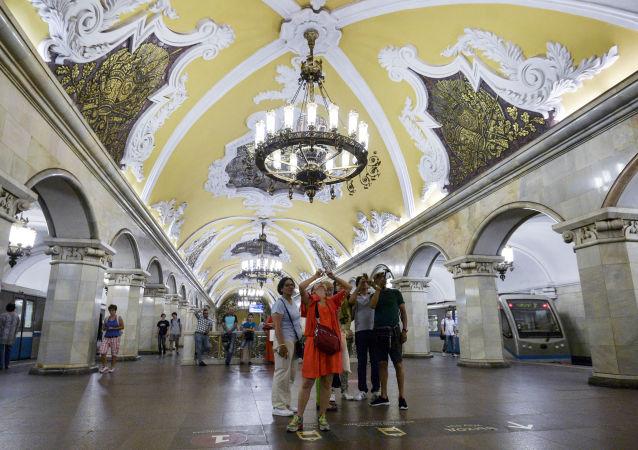 """莫斯科环线地铁站中的""""共青团""""(Komsomolskaya)站"""