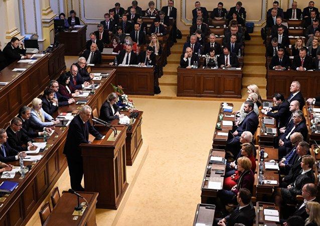 捷克总理宣布解散政府