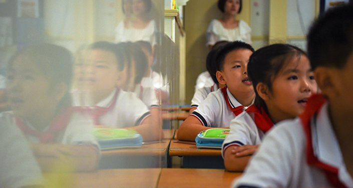 """8岁""""冰花男孩""""走红中国"""