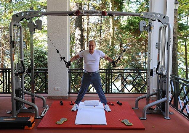 俄總統新聞秘書:普京身體可能比很多人都強壯