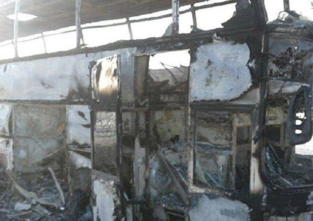 哈萨克斯坦一辆客车起火,导致52人遇难