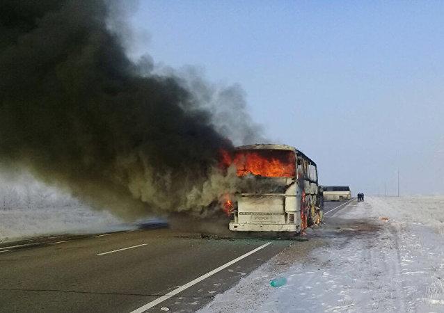 哈萨克斯坦起火客车车主无客运执照