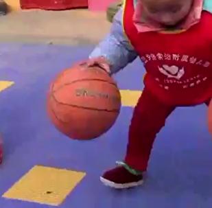 幼儿园花样篮球操 最小孩子仅两岁半