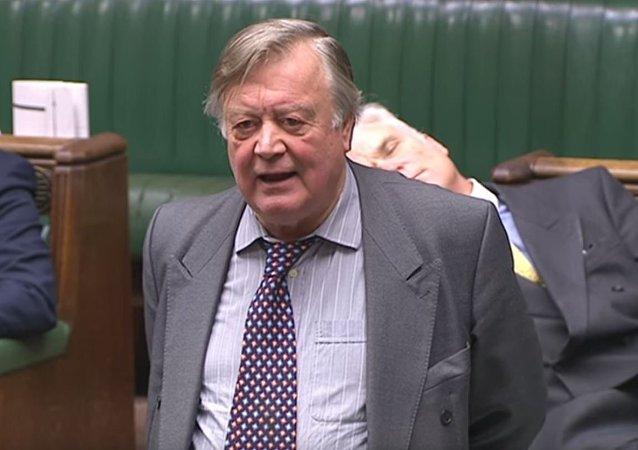 尷尬了!英國議員在脫歐辯論中睡著