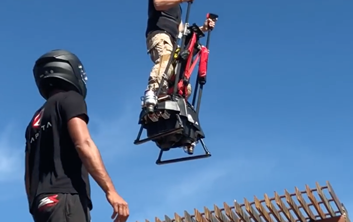 法国Zapata公司对飞行平衡车进行了测试