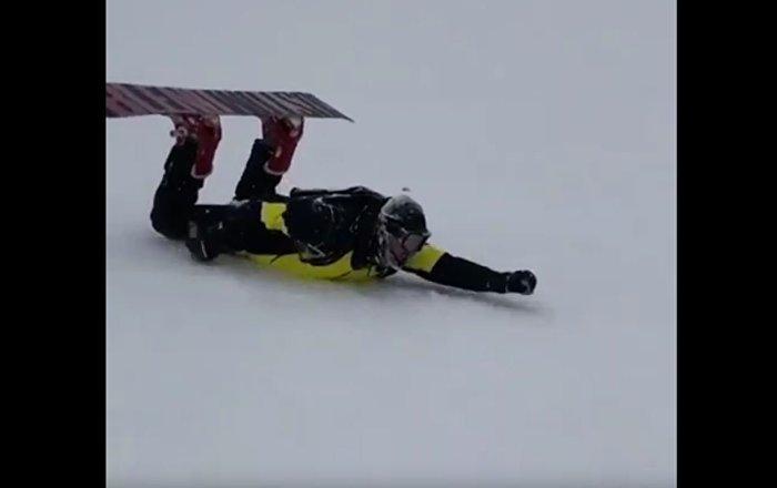 男子解锁俯卧滑雪新技能(视频)