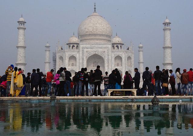 印度政府将限制游客参观泰姬陵的时间不得超过3个小时