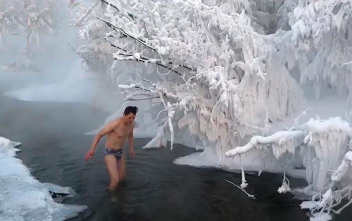 零下65度!中国游客在雅库特冰水中沐浴