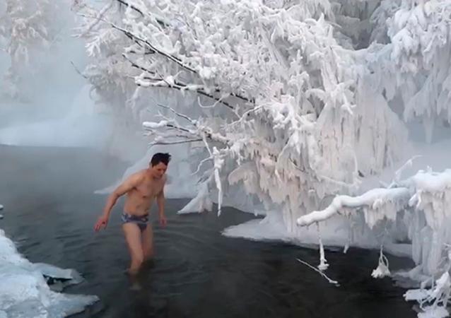 零下65度!中國遊客在雅庫特冰水中沐浴