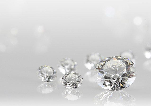 世界上第一双镶满钻石的白金鞋