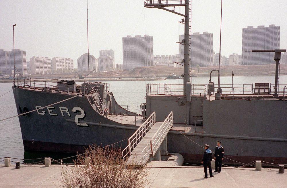 """执行任务时,""""普韦布洛""""号进入朝鲜水域,被朝军军舰和战机发现。"""